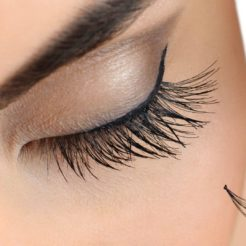 Comment devenir une technicienne en extensions de cils ?